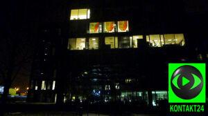 Anonimowi w oknach biurowca