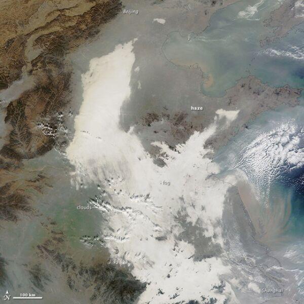 Zdjęcie satelitarne smogu we wschodnich Chinach wykonane przez satelitę Terra