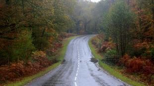 Zachowajcie ostrożność. Wiatr i deszcz będą utrudniać jazdę