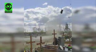 Wir pyłowy na cmentarzu w Głogowie
